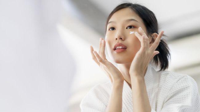 Bakuchiol disebut-sebut sebagai alternatif retinol. Apa itu bakuchiol? Bagaimana efeknya pada kulit?