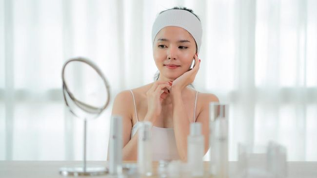 Ahli dermatologi memperingatkan untuk berhati-hati saat menjajal tren skincare terbaru. Berikut 7 salah kaprah soal tren skincare yang harus diwaspadai.