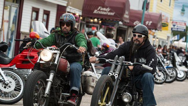 Cara Hadapi Konvoi Moge Harley Arogan