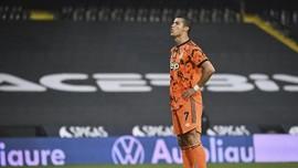 Kalahkan Messi, Ronaldo Raih Golden Foot 2020