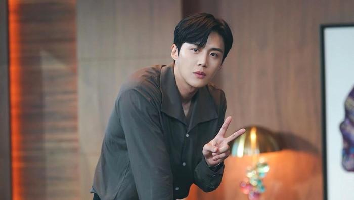 8 Fakta Kim Seon Ho Pemeran Han Ji Pyong dalam Drama