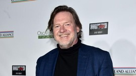 Aktor Serial Batman Gabung Produksi Ulang Film Resident Evil