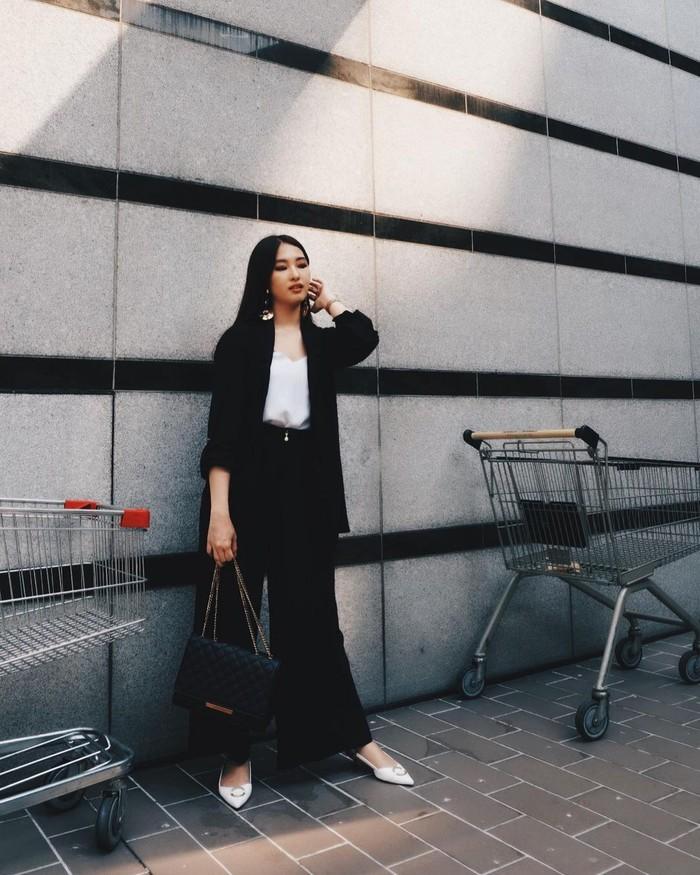 Gaya fashion Cici Fani juga sangat stylish, kamu bisa melihatnya di akun Instagram @Cindythefannie. Untuk kamu yang menjadikan Korea Selatan sebagai kiblat fashion, style Cici Fani sepertinya sangat cocok untuk dijadikan referensi. Stylish namun cocok dipakai untuk OOTD sehari-hari di iklim Tropis. (Foto: Instagram.com/Cindythefannie)