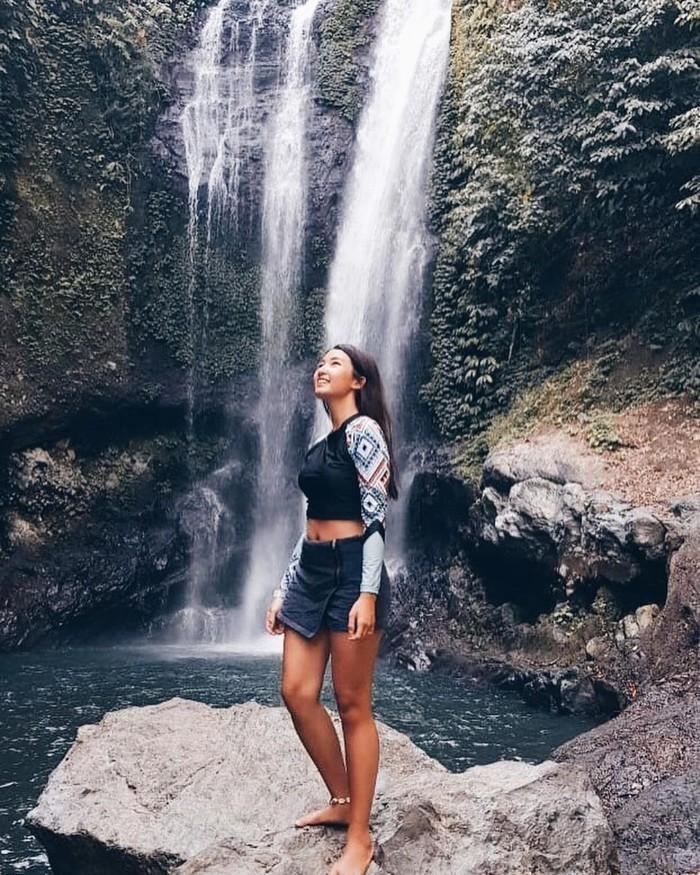 Dilihat dari akun Instagramnya, Cici Fani juga suka berpetualang di alam bebas dan mengunjungi tempat-tempat yang masih kental dengan keindahan alamnya. Di akun Instagramnya, kamu pun akan disuguhi tempat-tempat yang reccomended untuk berwisata, baik di dalam negeri maupun mancanegara. (Foto: Instagram.com/Cindythefannie)