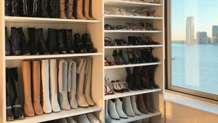 Sepatumu Jadi Terbengkalai dan Bau Apek karena #dirumahaja? Ini Solusinya!