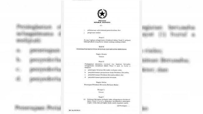 Kejanggalan pasal 5 dan 6 dalam UU Ciptaker yang telah ditandatangani Jokowi, ternyata juga ditemukan pada naskah 812 halaman yang disetor DPR.