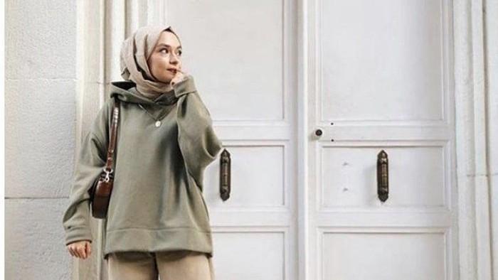 5 Outer untuk Hijabers yang Cocok dan Nyaman Dipakai Kala Musim Hujan