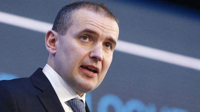Presiden Islandia, Gudni Johannesson, akan melakukan karantina setelah seorang staf rumah dinas kepresidenan positif Covid-19.