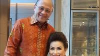 <p>Kebahagiaan terpancar jelas dalam wajah Mario Teguh dan istri karena akan segera mendapat menantu he-he-he. (Foto: Instagram @linnateguh)</p>