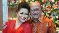 <p>Sekali lagi, selamat untuk Mario Teguh dan istri atas pertunangan Audrey dan Azara. (Foto: Instagram @linnateguh)</p>