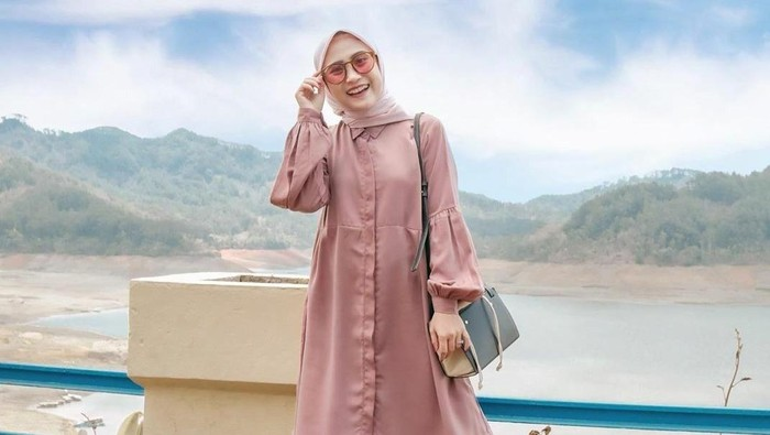Mix and Match Outfit Hijab dengan Tunik, Kasual dan Chic!
