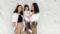 <p>7. Ririn hidup sebagai single mom bersama kedua anaknya. Kita doakan semoga keluarga mereka selalu diberi kesehatan, keharmonisan dan kebahagiaan, ya. Aamiin.(Foto: Instagram @ririnekawati)</p>