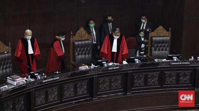 MK memutuskan penggeledahan, penyadapan, dan penyitaan yang diatur dalam revisi UU KPK tak perlu izin dewas KPK.