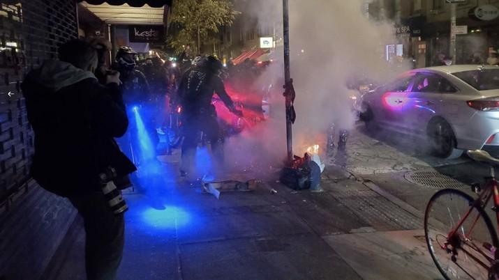 Demo Pilpres AS di New York (Kepolisian New York) - Rifan Financindo
