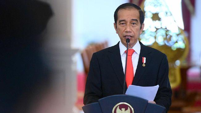 Presiden Jokowi menyematkan gelar pahlawan nasional kepada enam tokoh yang berjasa dalam kemerdekaan Indonesia, di Istana Negara.