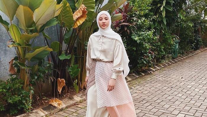 Rekomendasi Outfit Kece dan Anak Muda Banget ala Natasha Rizky