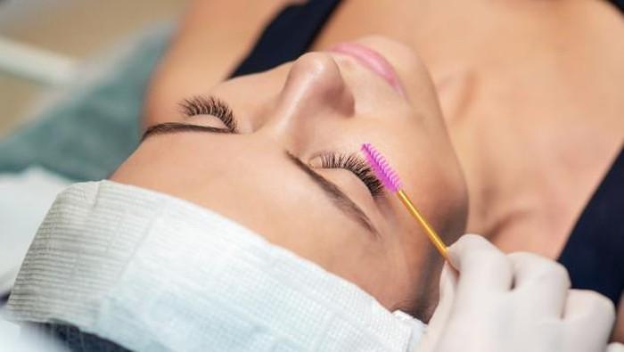 6 Eyelash Serum Terbaik Untuk Bulu Mata Lentik yang Gak Pernah Kamu Sangka