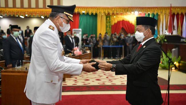 Mendagri Tito Karnavian meminta Gubernur Aceh yang baru dilantik, Nova Iriansyah, kreatif dan kolaboratif dalam menghadapi Covid-19.