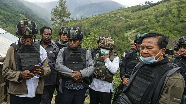 Ketua TGPF Benny Mamoto mengatakan kasus pembakaran rumdinkes oleh oknum TNI di Hitadipa jadi langkah awal mengungkap berbagai penembakan di Intan Jaya, Papua.