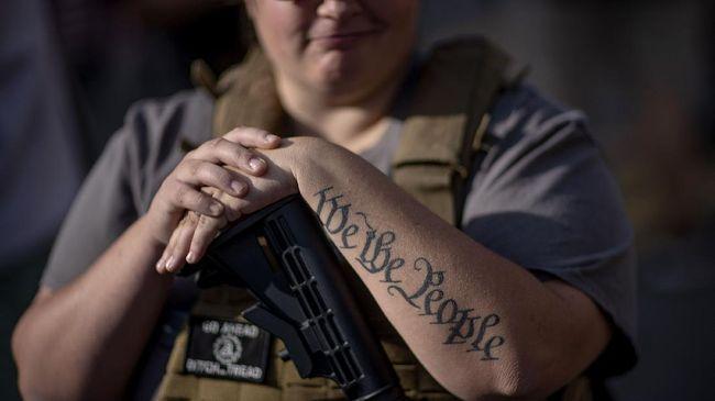 Negara bagian Texas, Amerika Serikat, akan mengeluarkan aturan yang kini memperbolehkan warganya membawa-bawa senjata api tanpa harus memiliki surat izin.