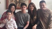 <p>Tamara Bleszynski sangat dekat dengan sang ibunda. Beberapa kali ia mengunggah foto bersama Farida Gasik.</p>
