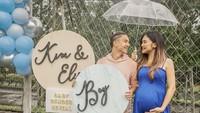 <p>Kim Kurniawan menikah dengan Elisabeth Novia sejak 3 Januari 2020. Kini, Elisa sedang hamil besar dan tak sabar menunggu kelahiran anak pertama mereka.(Foto: Instagram @elisaanovia)</p>