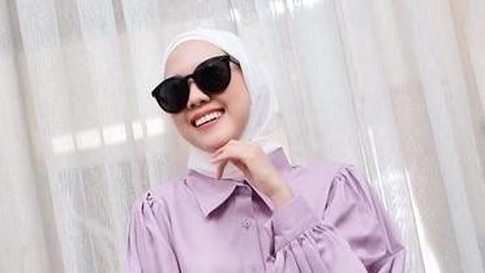 Jadi Tren 2020, Intip 5 Inspirasi Padu Padan Warna Lilac Buat Hijabers