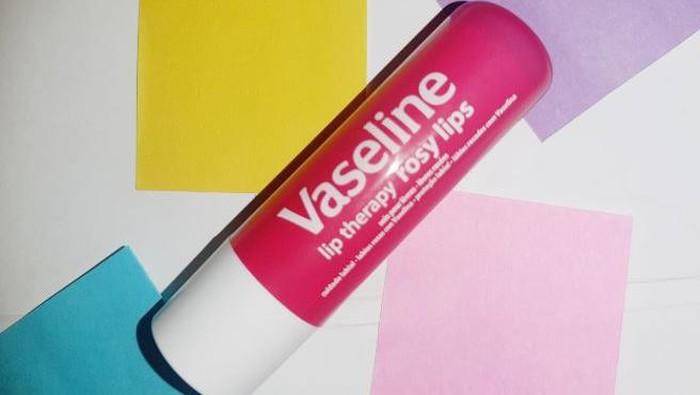 Review Vaseline Lip Theraphy Rosy Lips, Ampuh Atasi Bibir Kering dan Pecah-pecah