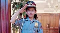 <p>Wah, cita-cita Elif mau jadi polisi wanita ya? Cantiknya pakai seragam. (Foto: Instagram @siti_perk)</p>