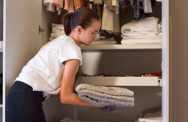 Orang Kaya China Sewa Tenaga Profesional Rapikan Lemari Baju