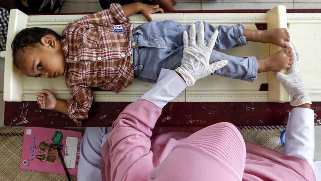 Meski pandemi virus corona masih berlangsung sampai saat ini, namun pelaksanaan imunisasi anak tetap harus dilakukan.