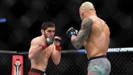 Islam Makhachev Tantang Ferguson Usai Menang di UFC 259
