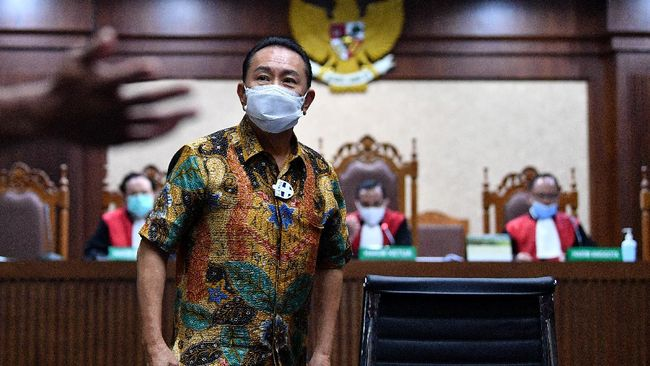 Terdakwa Djoko Tjandra membantah menyuap dua jenderal polisi untuk mengurus red notice penghapusan DPO atas nama dirinya.