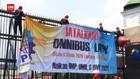 VIDEO: Buruh Demo Tuntut DPR Legislative Review UU Ciptaker