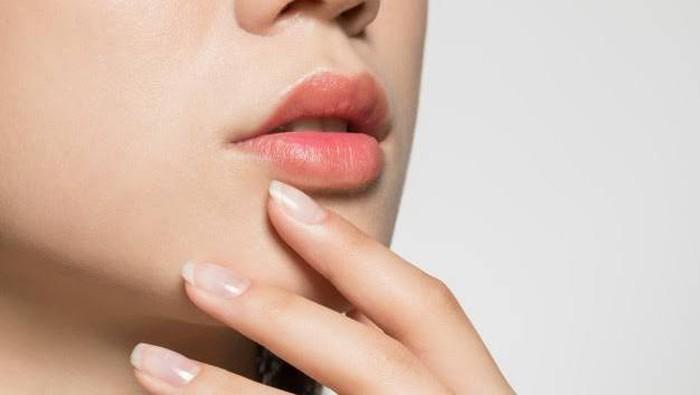 5 Bahan Alami yang Efektif Mencerahkan Bibir Gelap