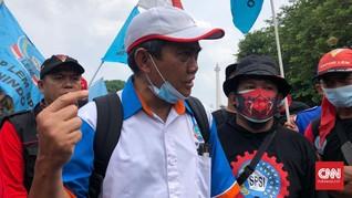 Massa Buruh Demo Tolak Omnibus Law Mulai Tiba di Monas