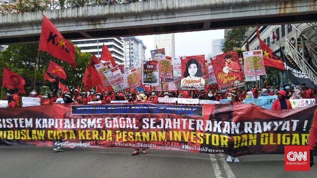 Massa buruh dari Gebrak yang kecewa dengan sikap pemerintah mengesahkan UU Cipta Kerja, menyerukan gerakan pembangkangan sipil.