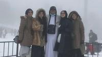 <p>Potret keluarga Habib Rizieq ketika berada di Turki. (Foto: Twitter)</p>