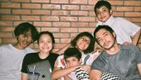 <p>Dalam pernikahan tersebut, keduanya kini sudah dikaruniai empat orang anak, yaitu Belva Ugraha, Satine Zaneta, Bima Bijak, dan Arsanadi Sarka. (Foto: Instagram @inong_ayu)</p>