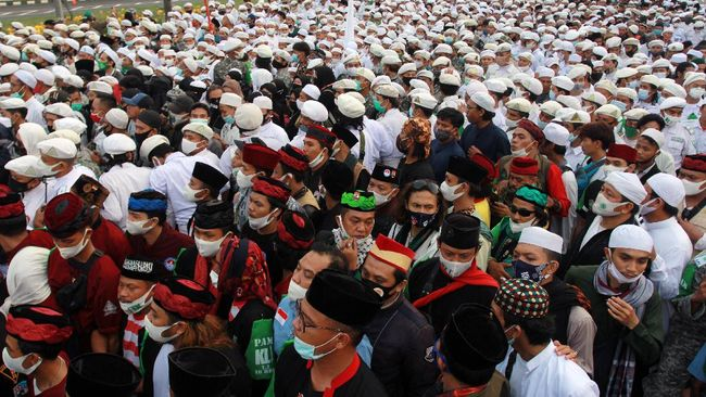 Sejumlah ahli epidemiologi khawatir akan munculnya klaster baru infeksi virus corona akibat kerumunan jelang kedatangan Pemimpin FPI, Rizieq Shihab.