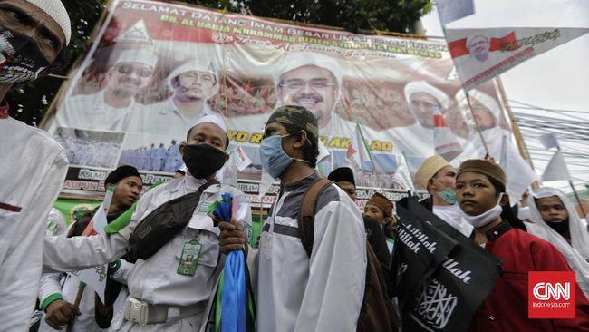 Sejumlah baliho yang menampilkan wajah Rizieq Shihab masih berdiri di sekitar Markas FPI. Di baliho itu tertulis ajakan melakukan revolusi akhlak.