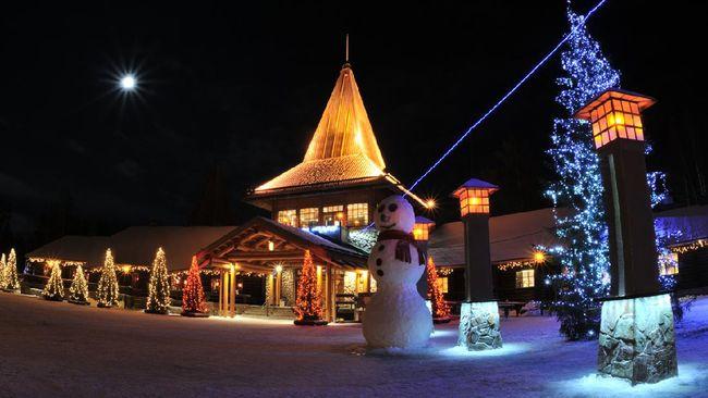 Via video streaming dari rumahnya di Rovaniemi, Lapland Finlandia, Sinterklas menyapa penduduk dunia dan meresmikan dimulainya musim Natal.