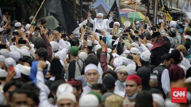 Kerumunan massa di acara Rizieq Shihab dinilai sebagai cerminan yang terjadi selama gelaran Pilkada serentak 2020.