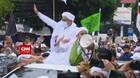 VIDEO: Massa Sambut Kedatangan Rizieq Shihab di Petamburan