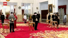 VIDEO: Jokowi Beri Gelar Pahlawan Nasional Ke 6 Tokoh