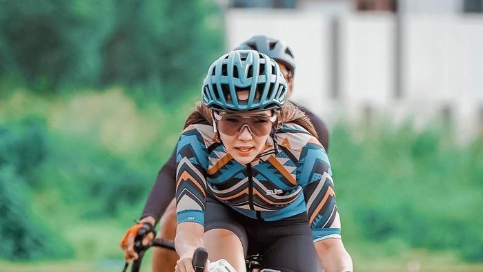 5 Potret Gisella Anastasia yang Asyik Bersepeda