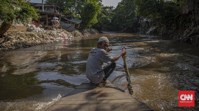 Bupati Bogor Ade Munawaroh Yasin mengatakan, membereskan masalah Ciliwung tidak bisa dilakukan sendiri-sendiri. Jakarta, Depok, dan Bogor butuh bersinergi.