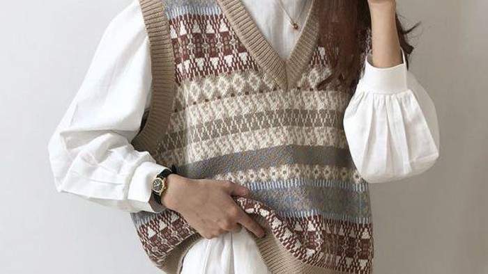 Inspirasi Mix-and-Match Sweater Vest ala Influencer, Kece Abis!