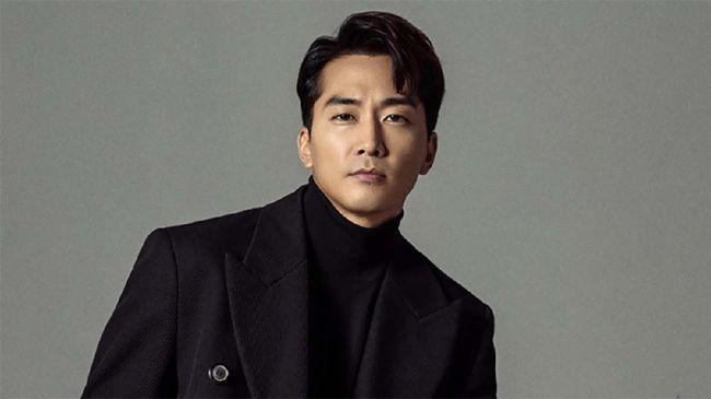 Aktor Song Seung-heon dikabarkan sedang mempertimbangkan tawaran untuk menjadi pemeran utama laki-laki dalam serial Voice 4.