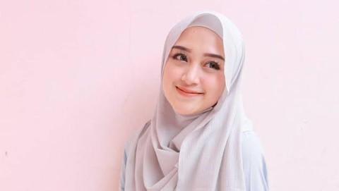 Tips Memakai Hijab Pashmina Untuk Wajah Bulat Agar Bisa Tampak Tirus